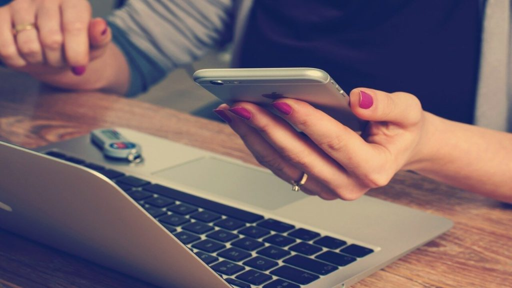 オンラインキャバクラとは?仕事の内容と稼ぐためのポイントを解説!